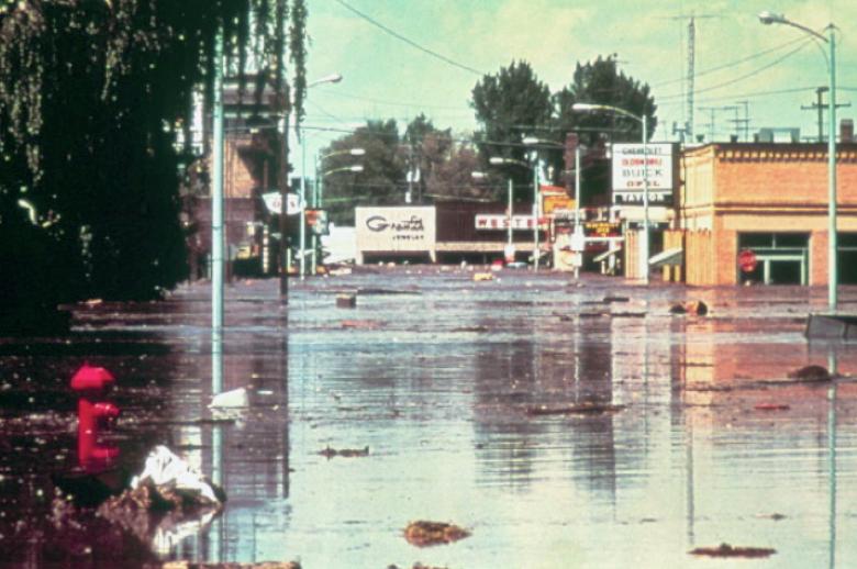 Figure 20. The flood passing through downtown Rexburg. Source: http://www.geol.ucsb.edu/faculty/sylvester/Teton_Dam/Teton%20Dam-Pages/Image16.html