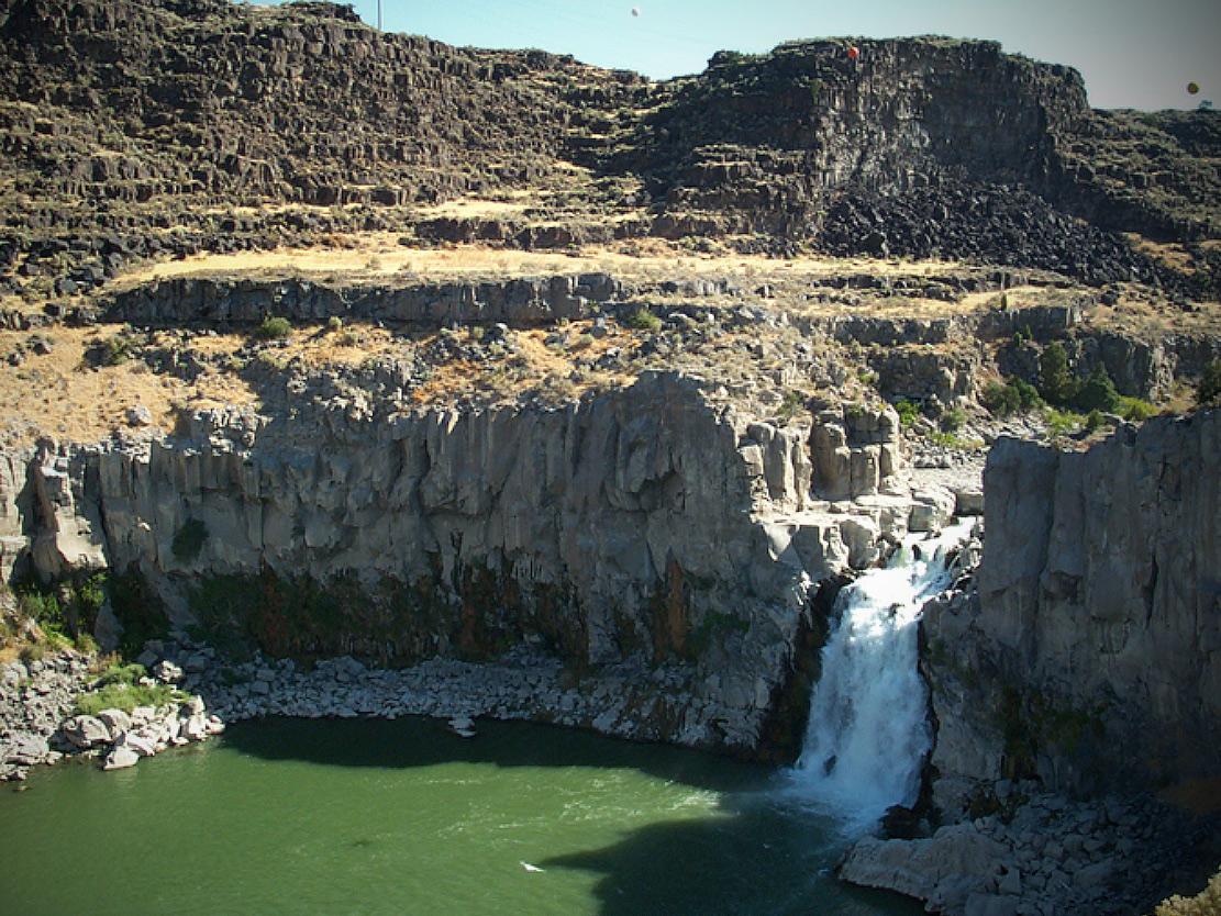 horseshoe cataract, Shoshone falls, basalt bedrock, flood,